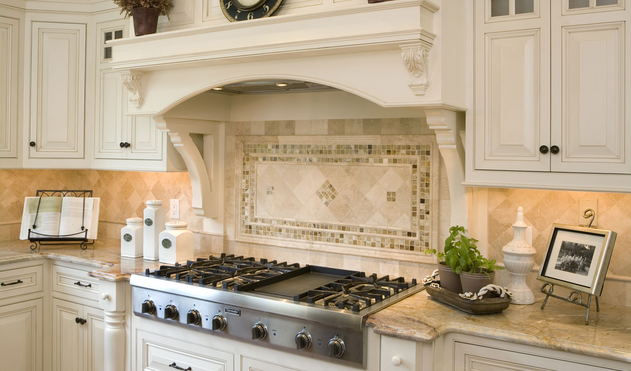 Traditional kitchen renovation by construction company Lasley Brahaney Architecture + Construction in Princeton, NJ