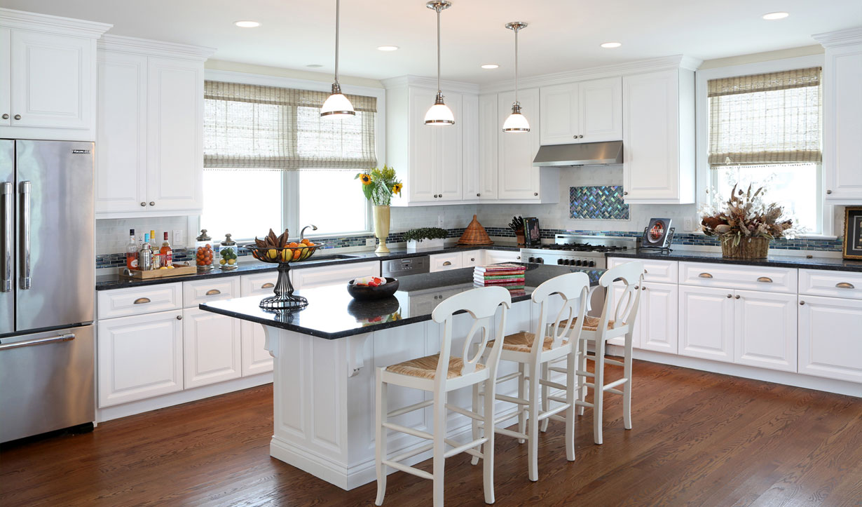 Beach house kitchen and island design by building company Lasley Brahaney Architecture + Construction in Princeton, NJ