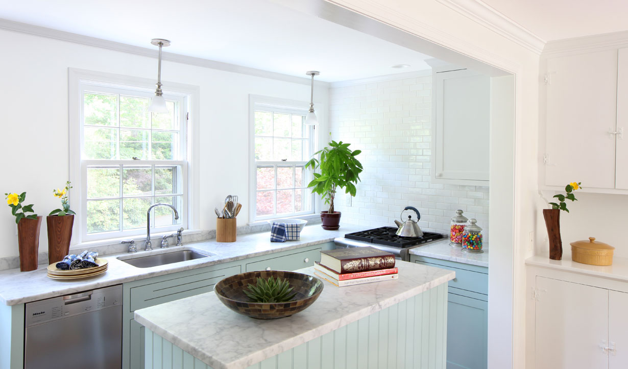 Carriage house kitchen design by architect Lasley Brahaney Architecture + Construction in Princeton, NJ