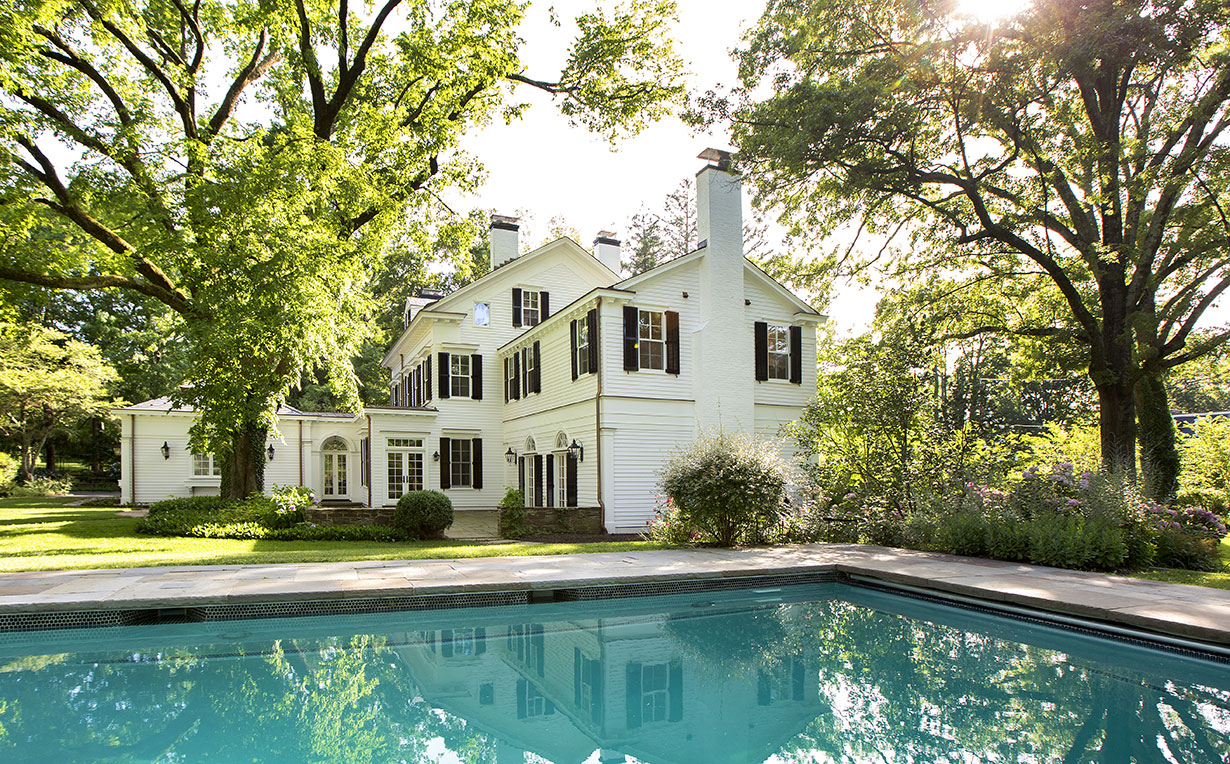 Stately Colonial Home & Carriage House 20