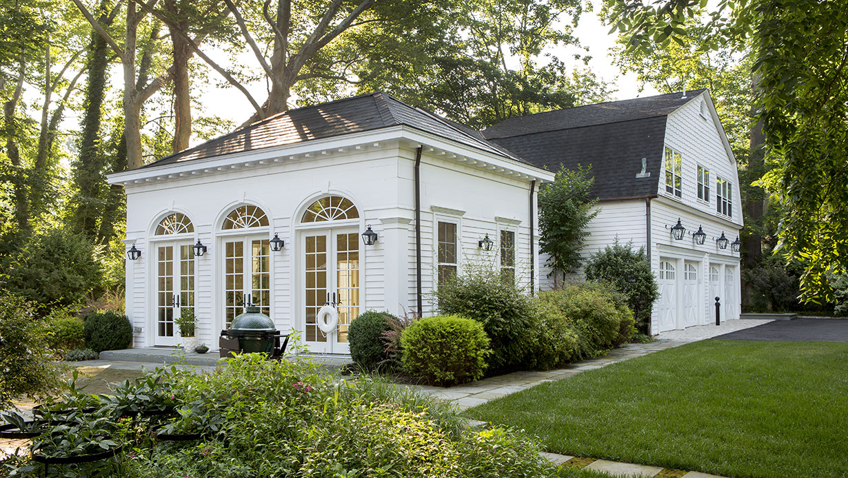 Stately Colonial Home & Carriage House 23