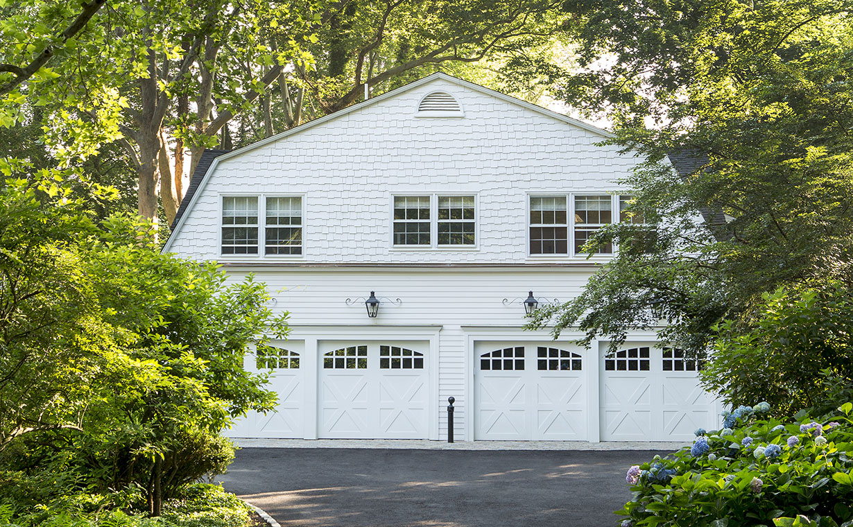 Stately Colonial Home & Carriage House 25