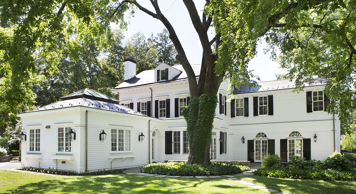 Stately Colonial Home & Carriage House 7