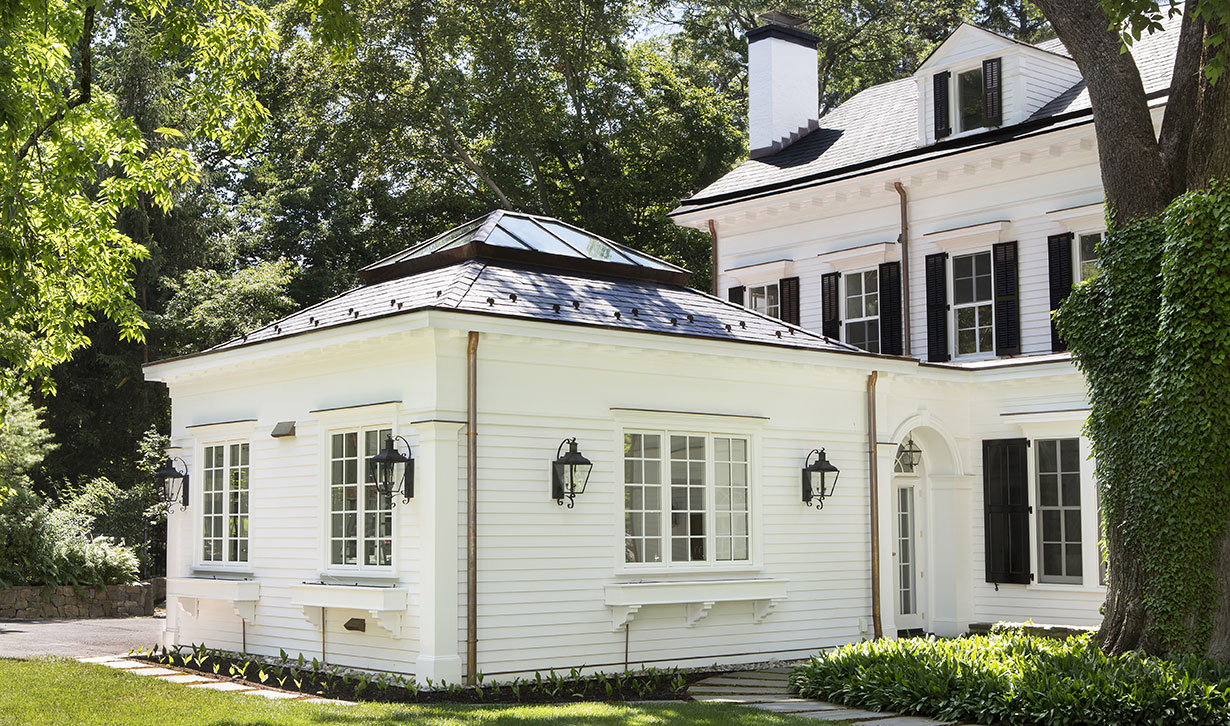 Stately Colonial Home & Carriage House 8